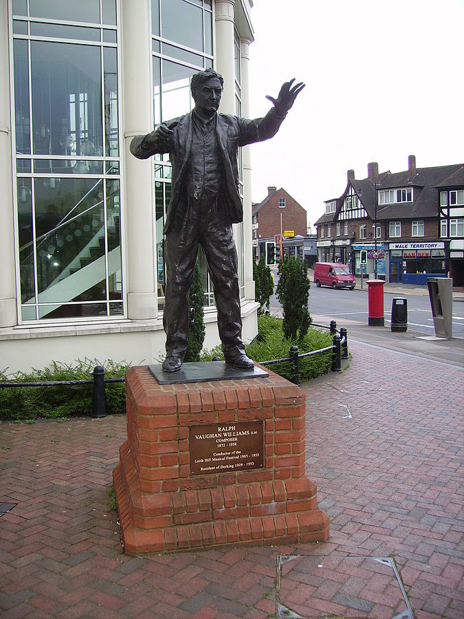 """Ralph Vaughan Williams in Dorking"". Lizenziert unter Gemeinfrei über Wikimedia Commons - http://commons.wikimedia.org/wiki/File:Ralph_Vaughan_Williams_in_Dorking.JPG#mediaviewer/File:Ralph_Vaughan_Williams_in_Dorking.JPG"
