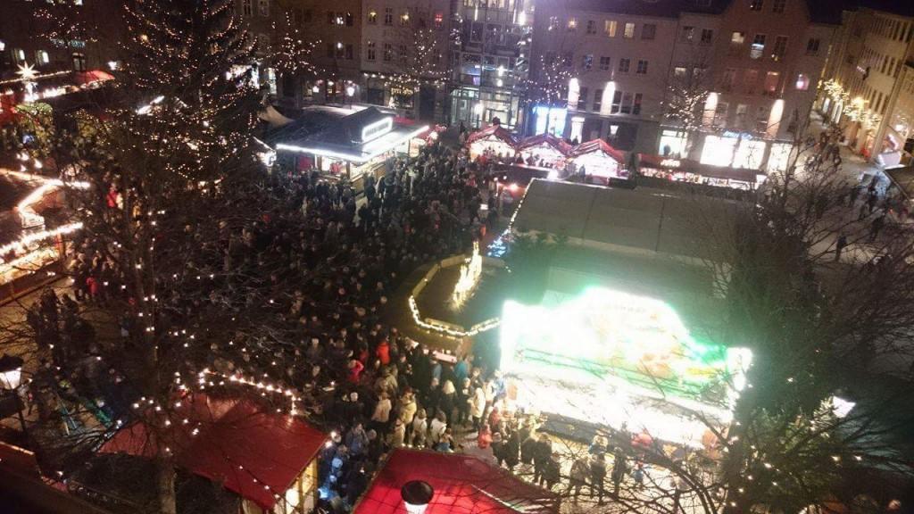 Ausblick vom Jenaer Rathausturm auf den Weihnachtsmarkt