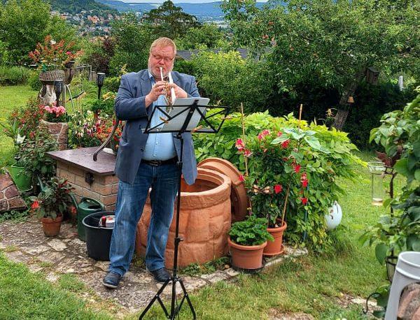 Alexander Richter spielt ein Dankeschön-Ständchen